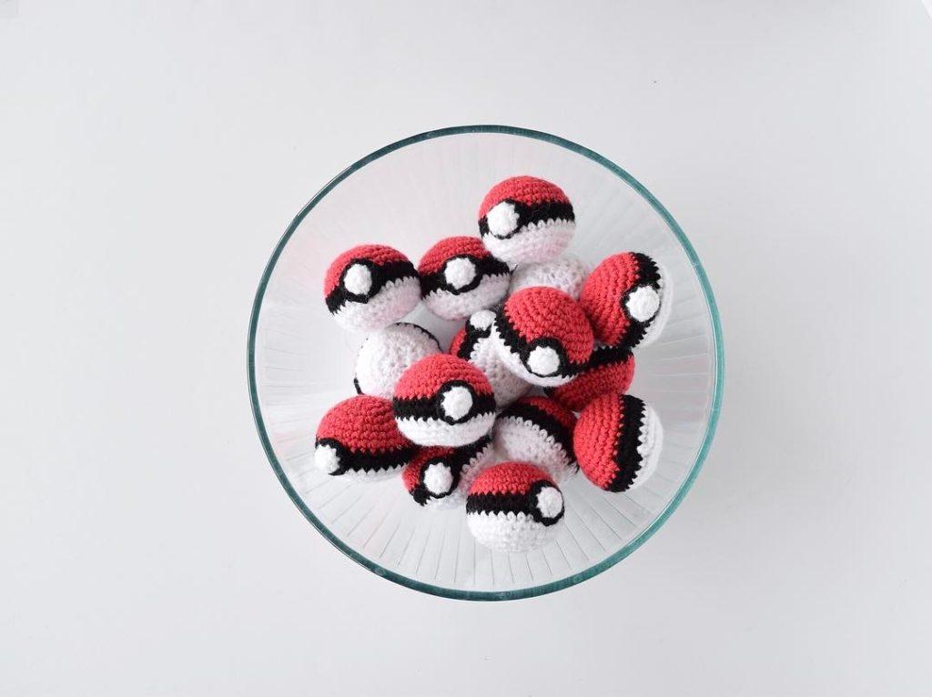 Pikachu and Pokeball Pod pattern - Ami Amour | 766x1024